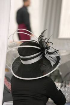 Fabulous formal hat in white and black - a stylish look for the mother of the bride