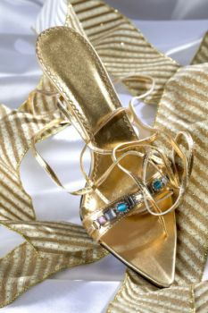 Pretty medium heel sandals in gold