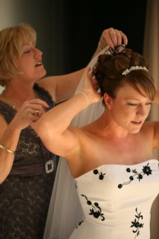 The mother of bride adjusts her wedding veil