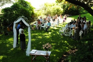 How to Have a Beautiful Garden Wedding