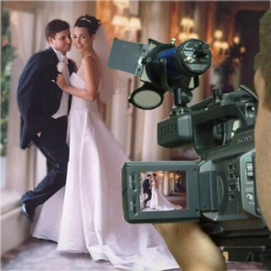 4 Ways to Save Money on a Wedding Videographer