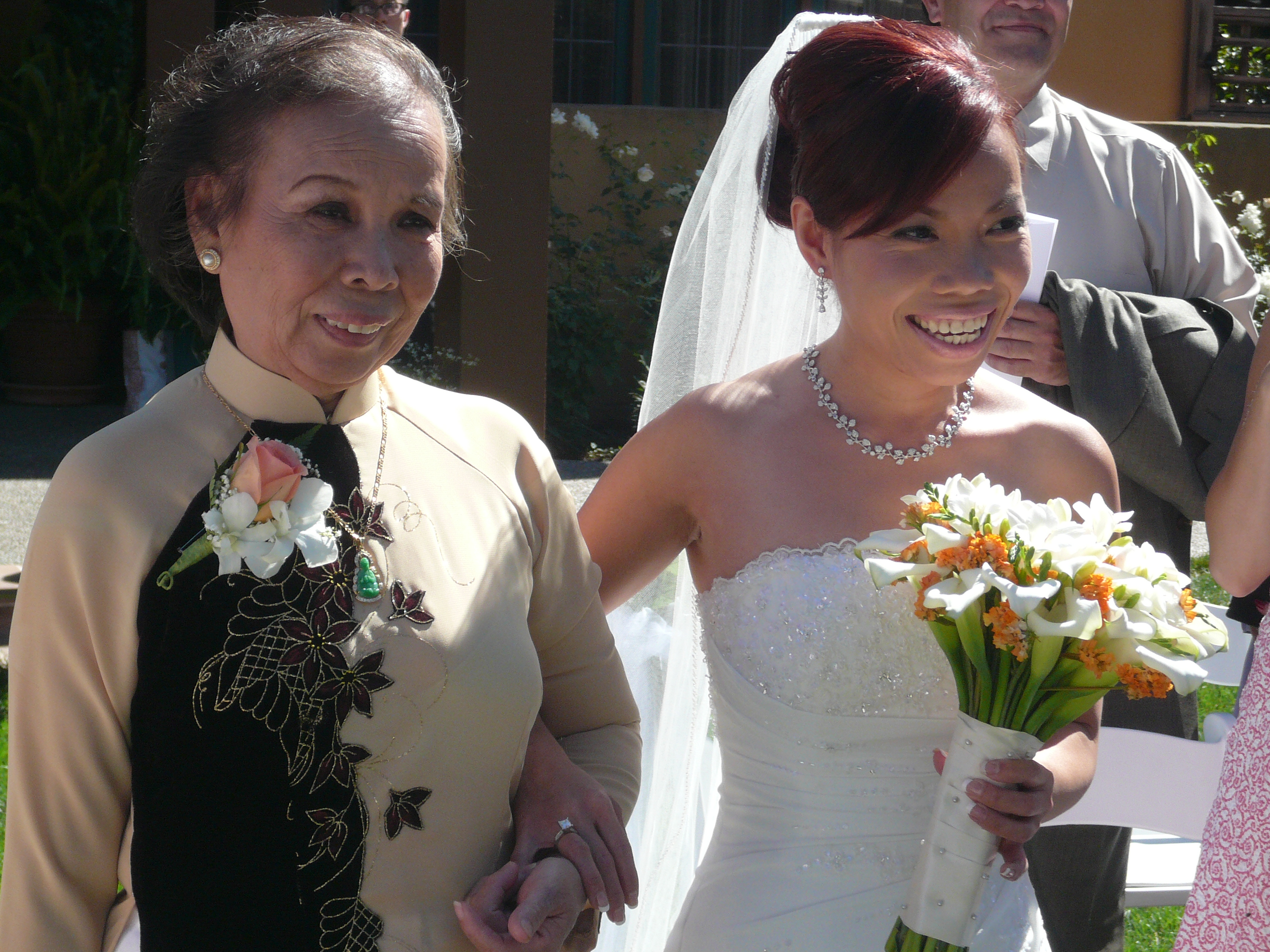 5 Traditional Mother Of The Bride Duties To Keep In Mind